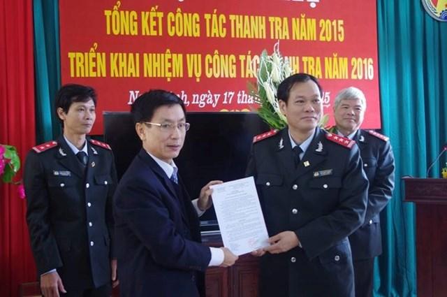 Tân Phó Bí thư Tỉnh ủy Nam Định Lê Quốc Chỉnh (bên phải) trưởng thành từ ngành Thanh tra.