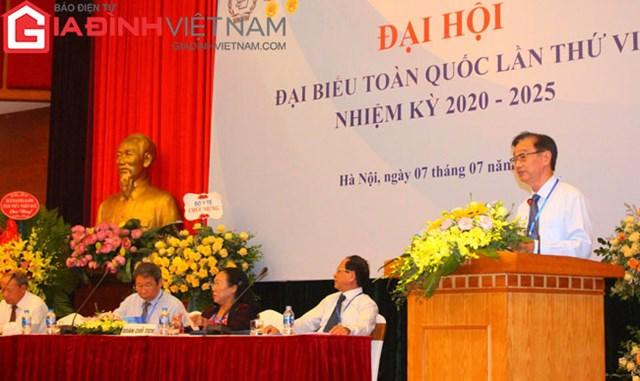 PGS.TS Phạm Bá Nhất trình bày báo cáo kết quả hoạt động của Hội Kế hoạch hóa gia đình Việt Nam nhiệm kỳ V (2014 - 2019) và phương hướng, nhiệm vụ nhiệm kỳ VI (2020 - 2025).