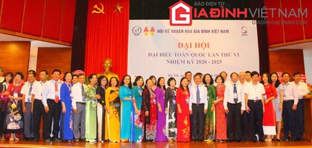 Ban chấp hành Trung ương Hội Kế hoạch hóa gia đình Việt Nam khóa VI (nhiệm kỳ 2020 - 2025) ra mắt Đại hội.