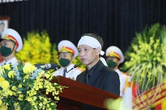 Sau phút mặc niệm, đại diện gia đình - ông Lê Minh Diễn, con trai nguyên Tổng Bí thư phát biểu đôi lời cảm ơn toàn thể nhân dân, bạn bè quốc tế.