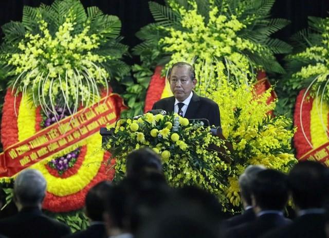 Phó Thủ tướng Thường trực Trương Hoà Bình, Trưởng Ban lễ tang phát biểu. (Ảnh: TTXVN)