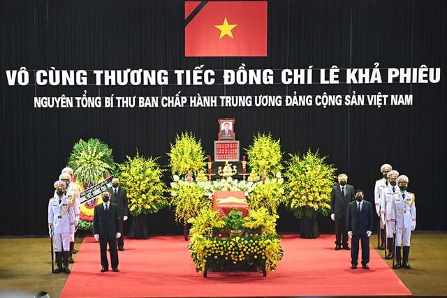 Linh cữu nguyên Tổng Bí thư Lê Khả Phiêu được quàn tại Nhà tang lễ quốc gia.