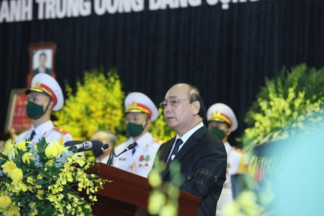 Thủ tướng Nguyễn Xuân Phúc đọc điếu văn tiễn biệt nguyên Tổng Bí thư Lê Khả Phiêu.