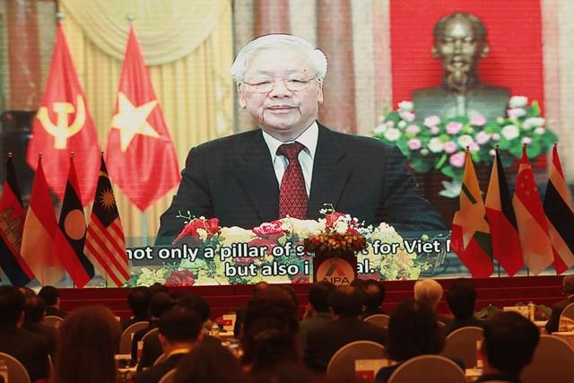 Tổng Bí thư, Chủ tịch nước Nguyễn Phú Trọng phát biểu chào mừng.
