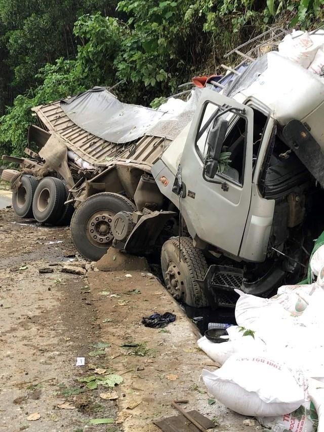 Ô tô tải mất lái trên đường Hồ Chí Minh, tài xế tử vong trong cabin - Ảnh 1