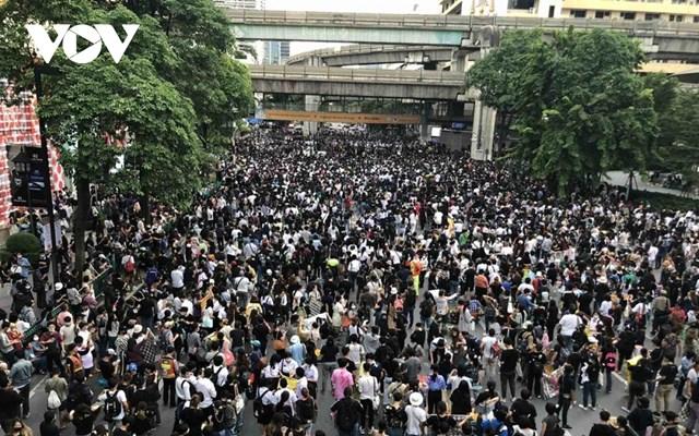Quang cảnh biểu tình ngay 15/10 tai Bangkok, Thái Lan.