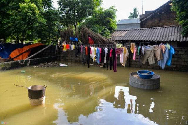 Trong và sau mưa bão, lũ lụt tiềm ẩn nguy cơ dịch bệnh.