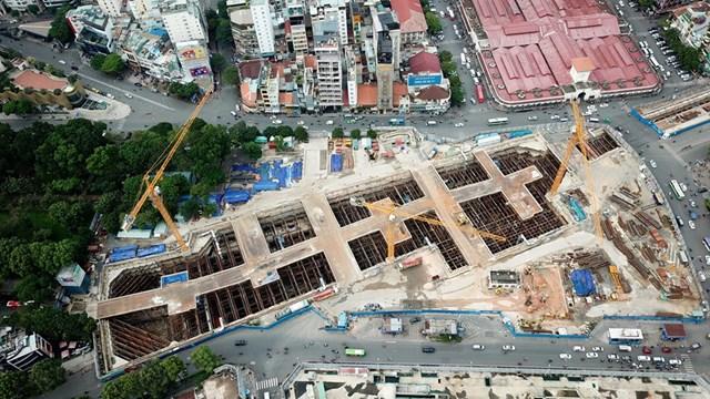 Công trình thi công nhà ga metro Bến Thành - Suối Tiên (metro số 2, TP HCM). Đây cũng là nhà ga kết nối metro Bến Thành - Tham Lương. Ảnh: Độc Lập.