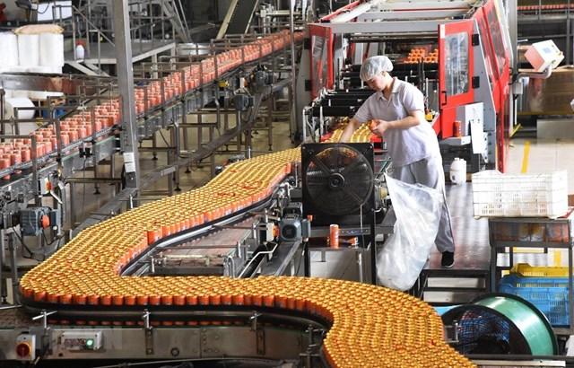 Một dây chuyền sản xuất nước ngọt đóng chai tại Bắc Kinh (Trung Quốc). Nguồn: Tân Hoa xã.