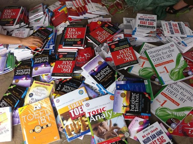 Sách là một trong những mặt hàng dễ bị làm giả để bày bán trên các trang thương mại điện tử.
