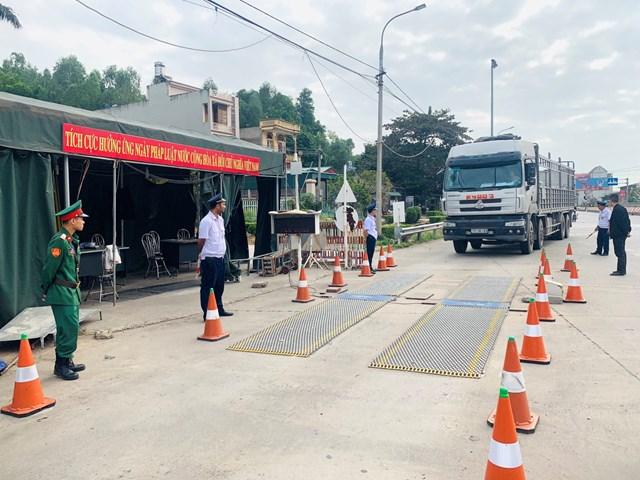 Công tác kiểm soát tải trọng phương tiện vận tải trên Quốc lộ 18 qua địa phận tỉnh Quảng Ninh được thực hiện thường xuyên.