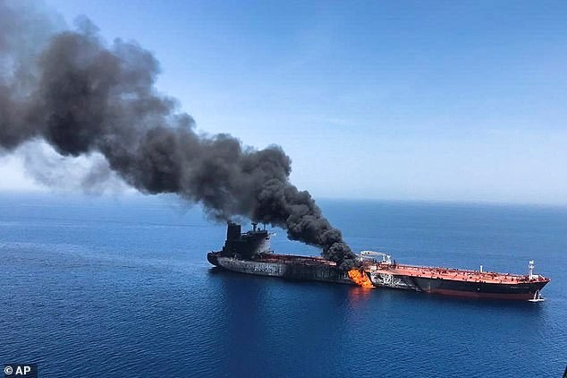 Nổ trên tàu chở dầu của Nga ở Biển Azov - Ảnh 1