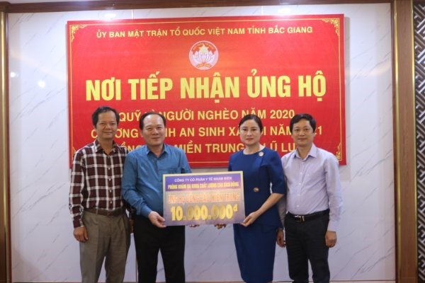 Ủy ban MTTQ Việt Nam tỉnh Bắc Giang tiếp nhận ủng hộ đồng bào miền Trung.
