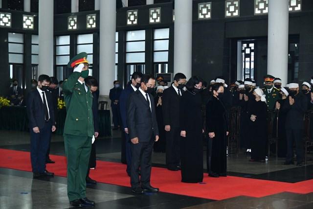 Đoàn VP Chủ tịch nước do Phó chủ tịch nước Đặng Thị Ngọc Thịnh dẫn đầu vào viếng nguyên Tổng Bí thư