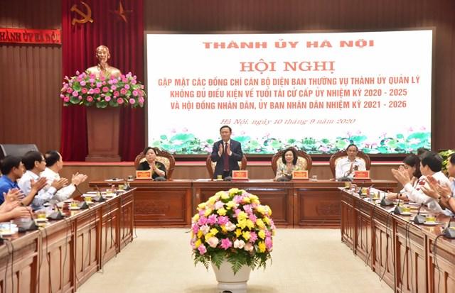 Bí thư Thành ủy Vương Đình Huệ phát biểu tại buổi gặp mặt