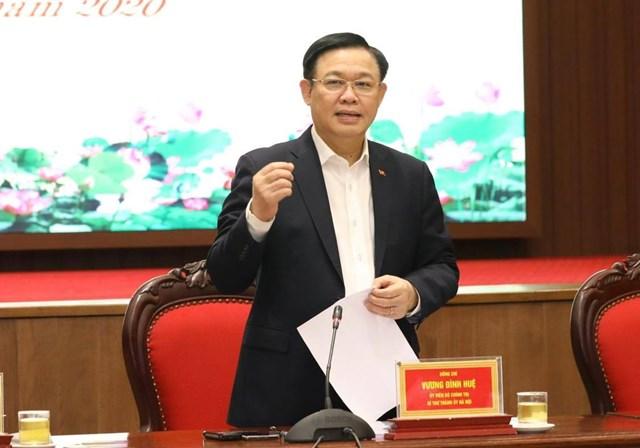 Bí thư Thành ủy Hà Nội Vương Đình Huệ phát biểu kết luận cuộc họp