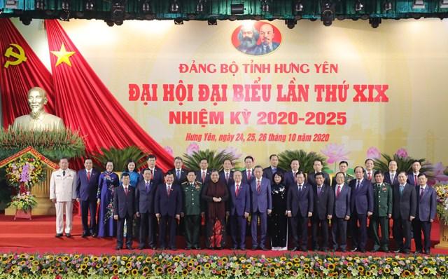 Lãnh đạo Đảng, Nhà nước, Quốc hội chụp ảnh lưu niệm cùng lãnh đạo tỉnh Hưng Yên-Ảnh: Quang Vinh