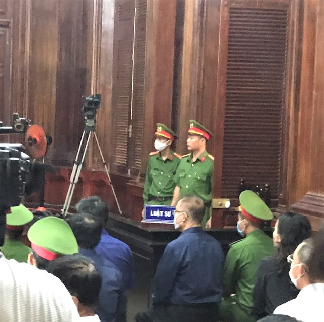 Ông Nguyễn Thành Tài tiều tụy và mệt mỏi đến hầu tòa tại phiên khai mạc sáng 16.9 (Ảnh: Hồng Phúc).