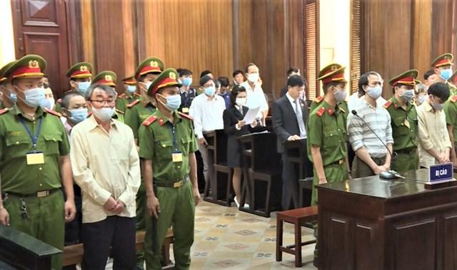 Các bị cáo tại phiên tòa ngày 21.9