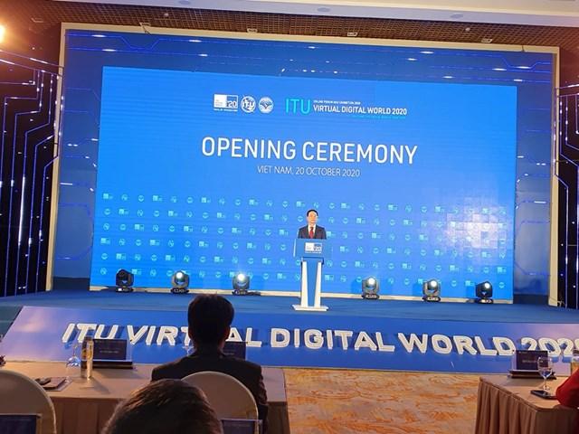 Bộ trưởng Bộ Thông tin và Truyền thông Nguyễn Mạnh Hùng phát biểu tại triển lãm.