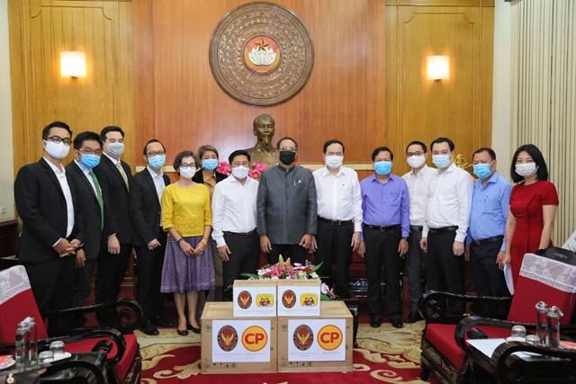 Chủ tịch Trần Thanh Mẫn chụpảnh cùngĐại sứVương quốc Thái Lan tại Việt Nam Tanee Sangrat và đại diện các doanh nghiệp Thái Lan tại Việt Nam.