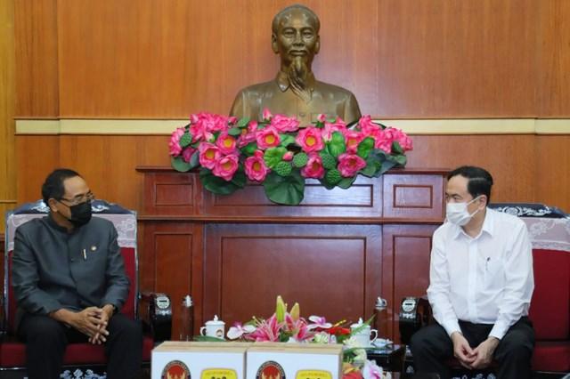 Chủ tịch Trần Thanh Mẫn trò chuyện cùngĐại sứVương quốc Thái Lan tại Việt Nam Tanee Sangrat.Ảnh: Quang Vinh.