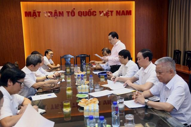Ông Vũ Văn Tiến, Trưởng ban Tuyên giáo UBTƯ MTTQ Việt Nam phát biểu tại cuộc họp.Ảnh: Kỳ Anh.