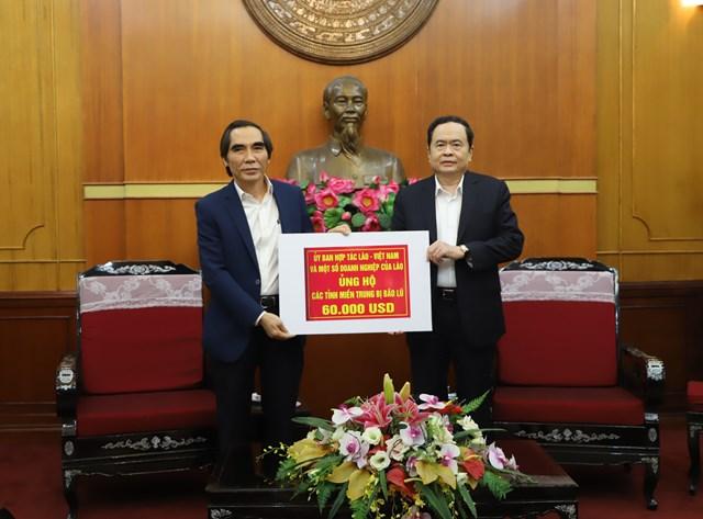 Chủ tịch Trần Thanh Mẫn tiếp nhậnủng hộ từỦy ban hợp tác Lào - Việt và một số doanh nghiệp Lào.