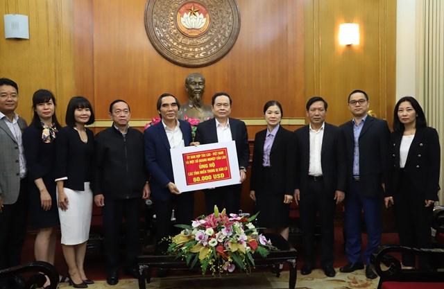 Chủ tịch Trần Thanh Mẫn tiếp nhậnủng hộ từỦy ban hợp tác Lào - Việt và một số doanh nghiệp của Lào.