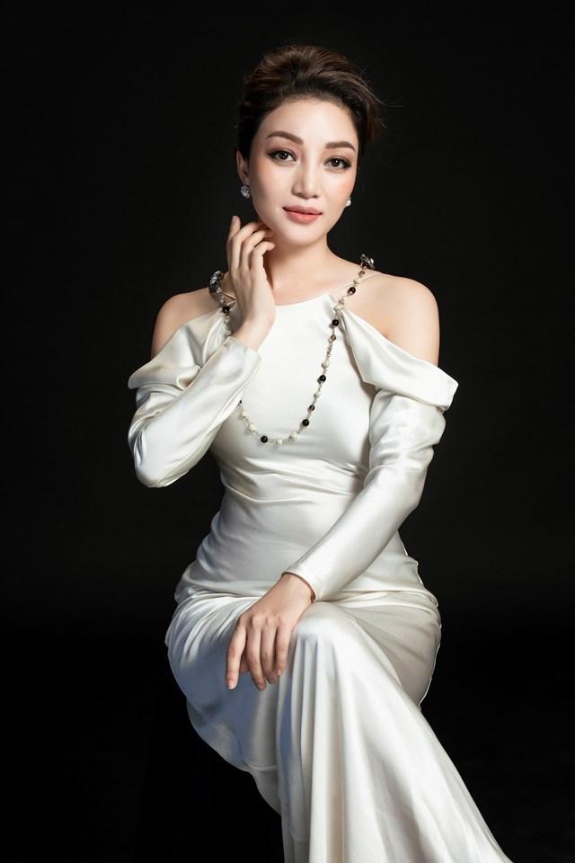Chương trình Giai điệu tự hào tháng 7 có sự tham gia của ca sĩ Phạm Thu Hà.