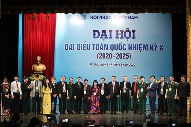 Ban chấp hành Hội Nhạc sĩ Việt Nam nhiệm kỳ 2020 - 2025 ra mắt Đại hội.