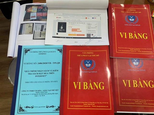 Vi bằng ghi nhận một số cuốn sách bị làm giả. Ảnh: Nguyễn Văn Phước.