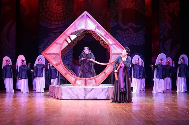 Nhà hát Cải lương Việt Nam tham gia Liên hoan với vở Người đi tìm minh chủ.