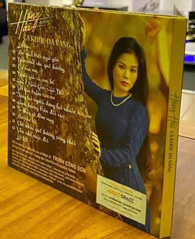 Album gồm 12 ca khúc.