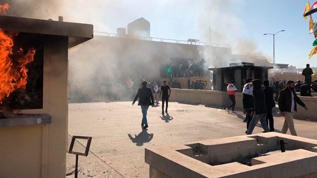 """Đại sứ quán Mỹ ở """"Vùng Xanh"""" bị tên lửa tấn công."""