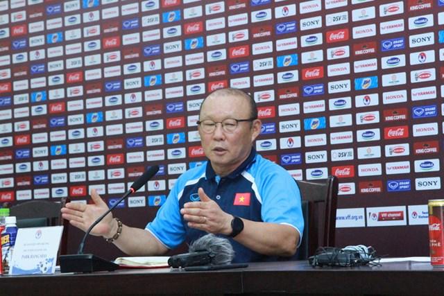 HLV Park Hang Seo trong buổi họp báo. Ảnh: Nguyễn Quân.