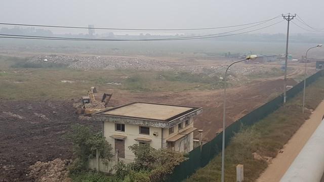 """""""Trung tâm hàng hóa"""" sau gần 20 năm vẫn chỉ là bãi đất trống, tập kết phế thải xây dựng."""