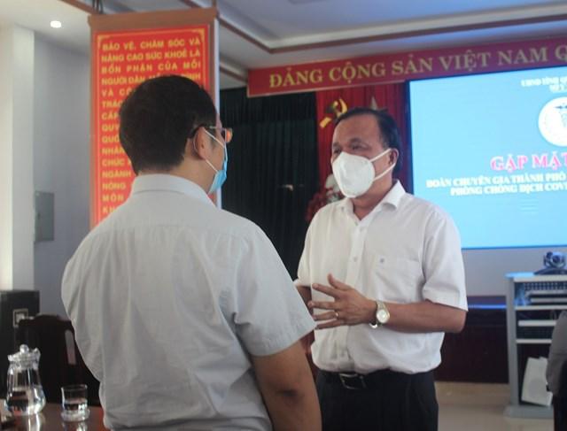 TS Mai Văn Mười thăm hỏi, trò chuyện với Đoàn y, bác sĩ TP Hồ Chí Minh.