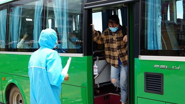 : Nhũng người dân Quảng Ngãi ở TP Đà Nẵng được đưa về quê an toàn.