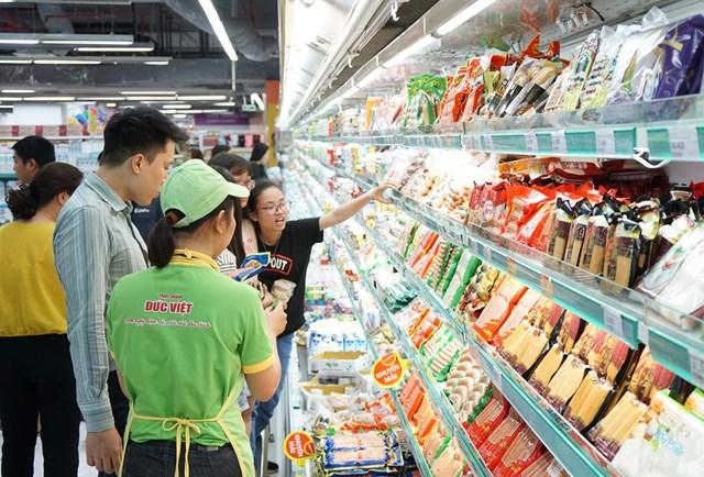 Thị trường trong nước chính là mảnh đất giàu tiềm năng để DN Việt khai thác. Ảnh: Phạm Quang Vinh