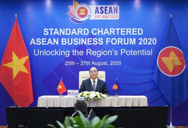 Thủ tướng Nguyễn Xuân Phúc phát biểu khai mạc tại Diễn đàn Kinh doanh ASEAN 2020  Ảnh: VGP.