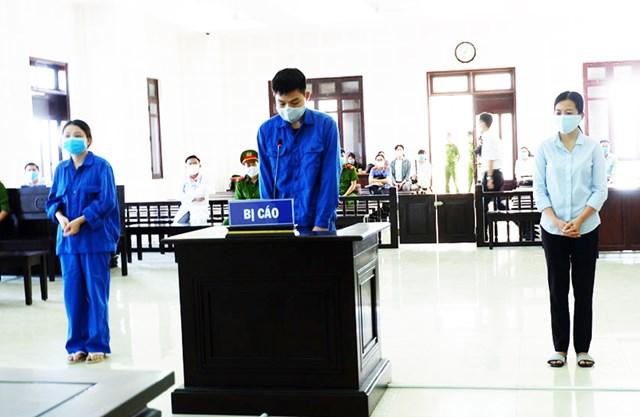 TAND TP Đà Nẵng cũng tuyên phạt bổ sung Huỳnh Thị Ngọc Diễm, Hồ Thị Thu Trinh 40 triệu đồng/người; Chen Xian Fa 50 triệu đồng.