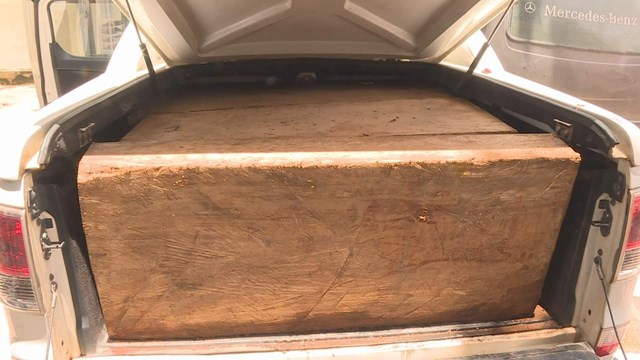 Số gỗ mà 2 đối tượng vận chuyển.