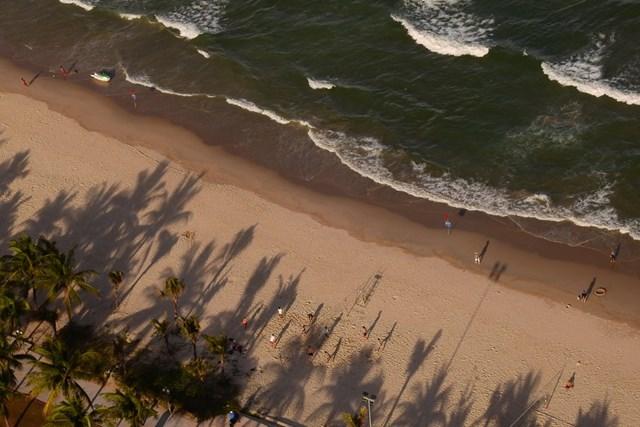 Biển vẫn vắng. Ảnh: Bình Nguyên.