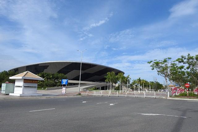 Cung thể thao Tiên Sơn (Đà Nẵng) được trưng dụng làm Bệnh viện dã chiến có quy mô lên đến 2.000 giường. Ảnh: Thanh Tùng.