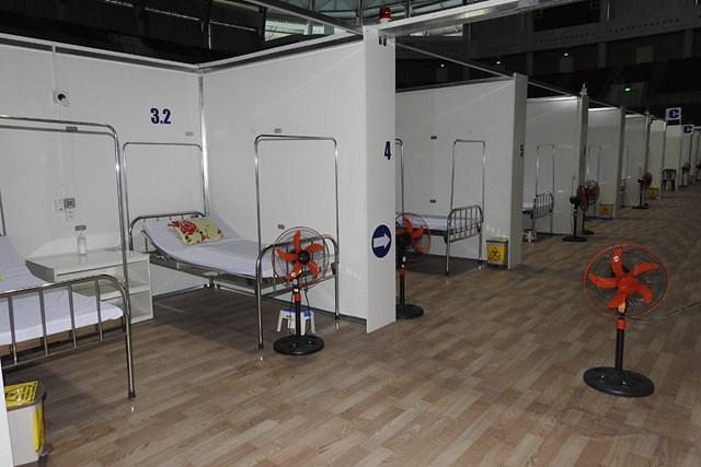Không có bệnh nhân, gần 300 giường bệnh ở Bệnh viện dã chiến Tiên Sơn bỏ trống. Ảnh: Thanh Tùng.