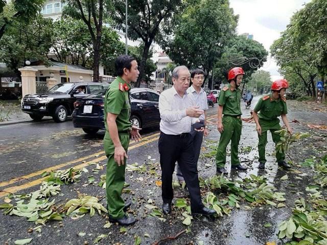 Chủ tịch UBND Thừa Thiên-Huế Phan Ngọc Thọ kiểm tra tình hình sau bão.