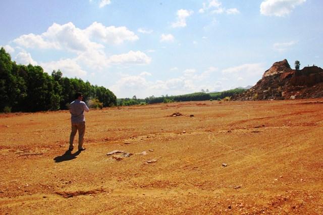CCN Tam Mỹ Tây bỏ hoang sau khi lấy đi hàng triệu mét khối đất.