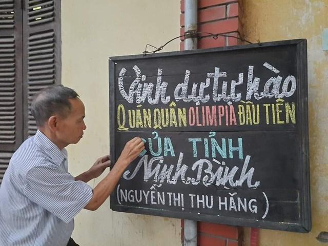 Người dân Ninh Bình hân hoan trước chiến thắng của học sinh tỉnh nhà.