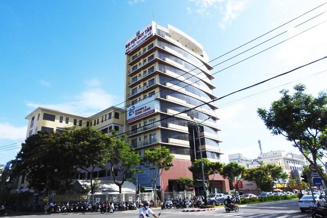 Tòa nhà Đại học dân lập Duy Tân ở đường Nguyễn Văn Linh (Đà Nẵng). Ảnh: Thanh Tùng.